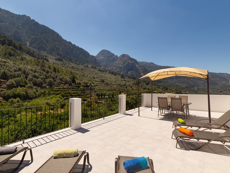 Cas Decu - Spectacular townhouse in Fornalutx, holiday rental in Sa Calobra