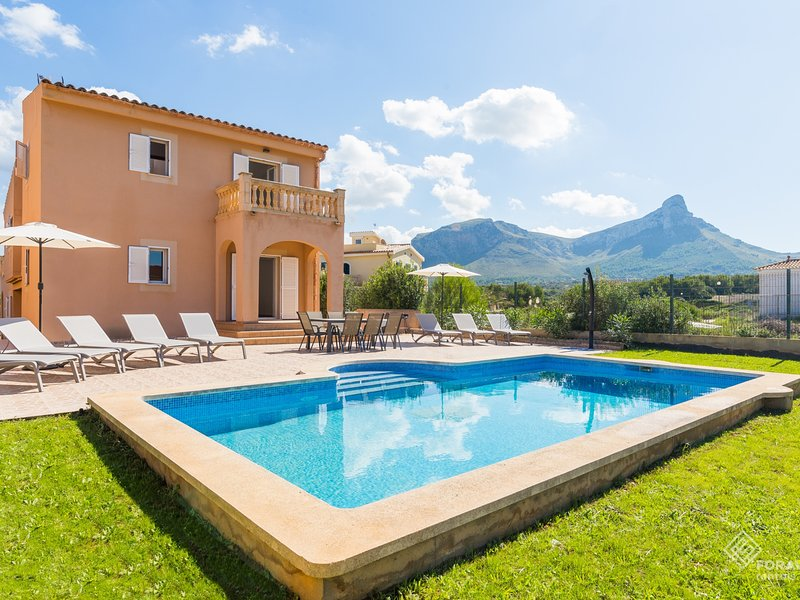 Dones Aigua - Beautiful villa with pool and garden in Sa Colonia de Sant Pere, holiday rental in Colonia de Sant Pere