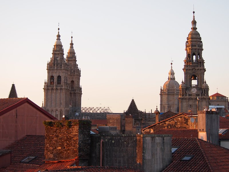 Beautiful Apartment by the Cathedral, in the Heart of the Old Town!, holiday rental in Santiago de Compostela