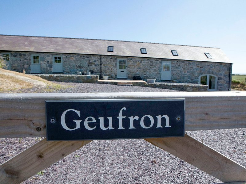 GEUFRON, sea and countryside views, WiFi, Aberdaron, location de vacances à Aberdaron