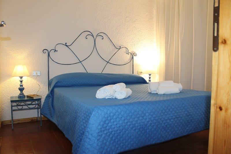 Appartamento in condominio con piscina, a 5 minuti da porto rotondo e 2 km dal m, vacation rental in Cugnana