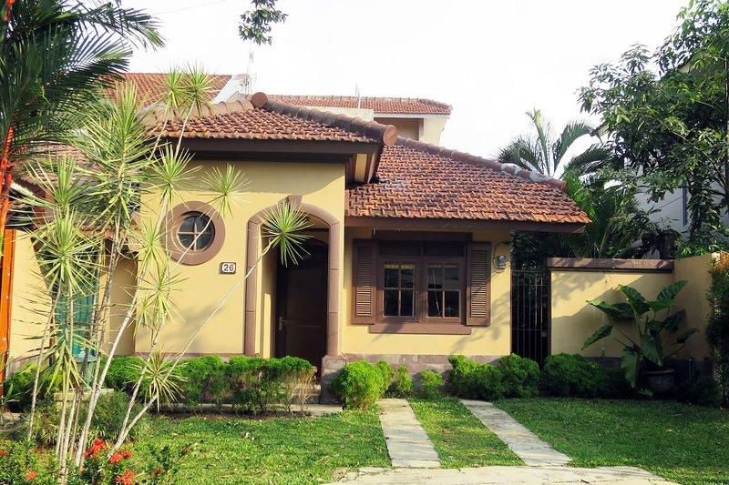 'Pondok Sunda', - A Home in Beautiful Sentul Area, Ferienwohnung in Bogor