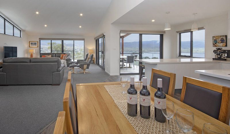 Mountview 43 -Brand new Executive Home, holiday rental in Berridale