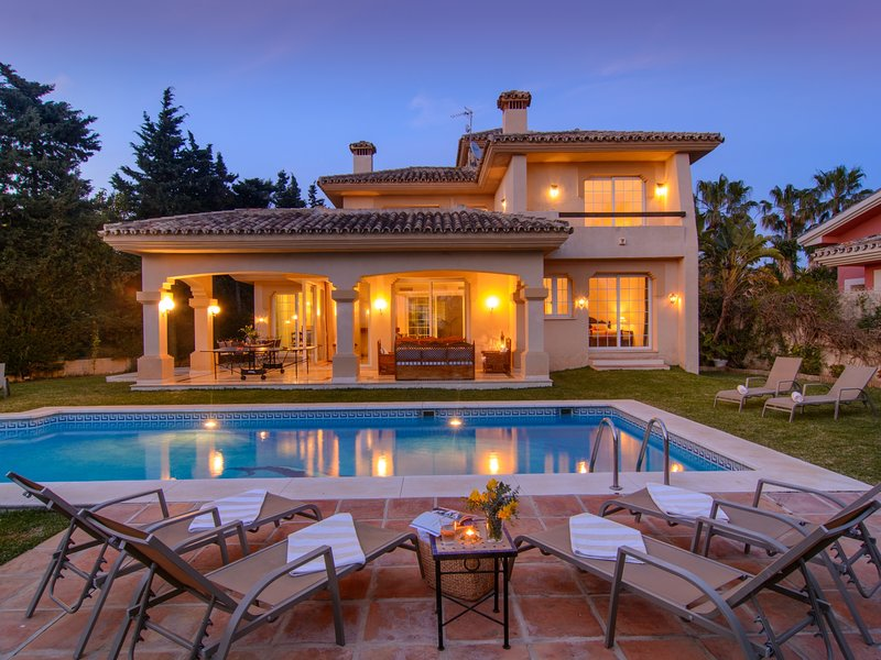 Las Chapas south oriented villa with heated pool, garden and BBQ, holiday rental in Marbella