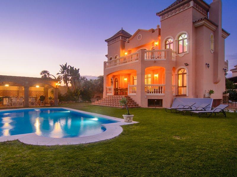 San Pedro 6 bedroom villa, heated pool, BBQ, WiFi, terraces, vacation rental in San Pedro de Alcantara