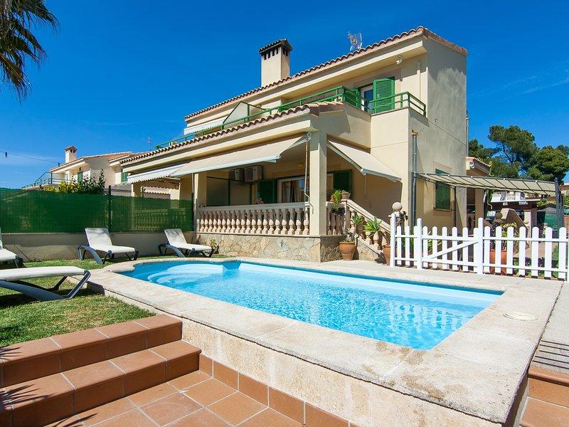 Goleta - Beautiful villa with pool and garden in Platja de Muro, location de vacances à Playa de Muro