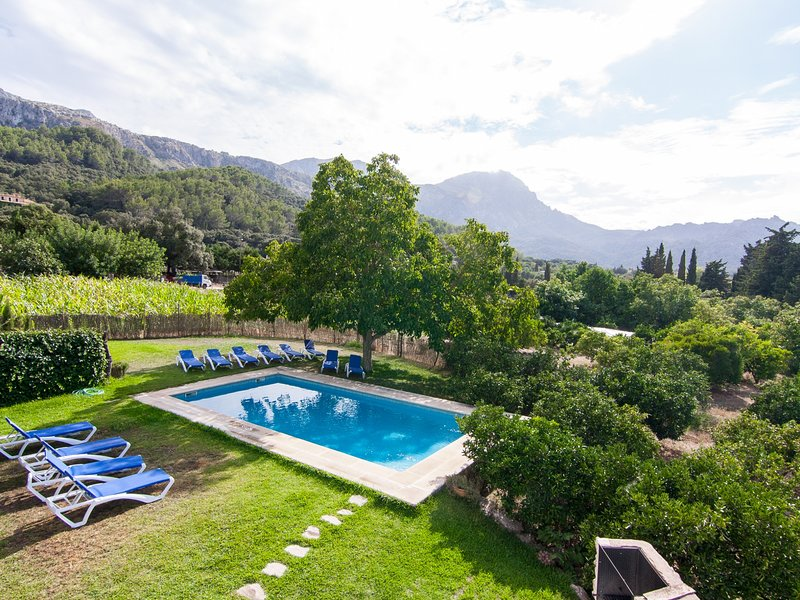 La Plana - Beautiful rustic villa for 12 people with private pool and garden, vacation rental in Formentor