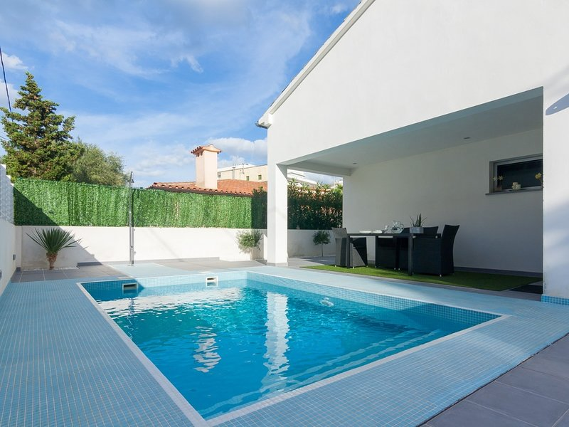 Llevant - Beautiful villa with pool in Can Picafort, holiday rental in Ca'n Picafort