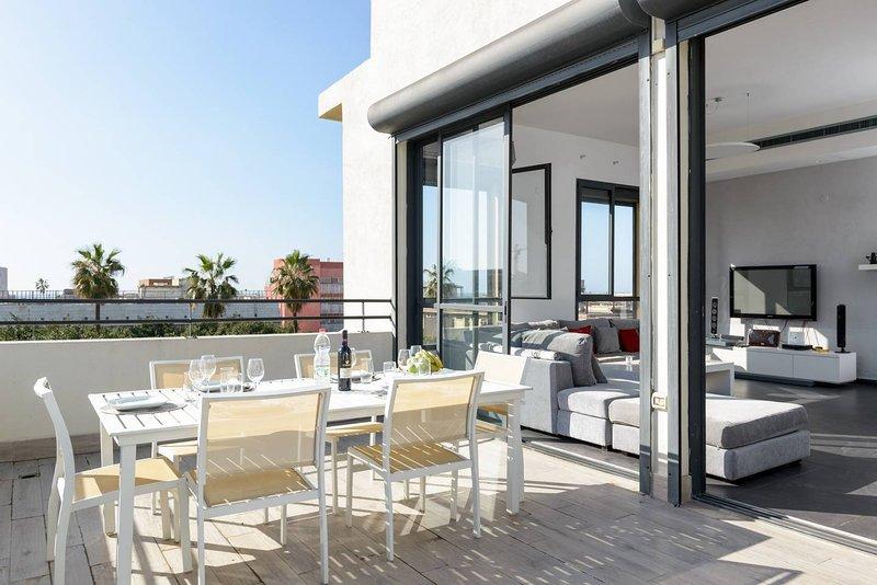 NOGA TLV II - LUXURY SEA VIEW PENTHOUSE ROOFTOP, alquiler de vacaciones en Jaffa