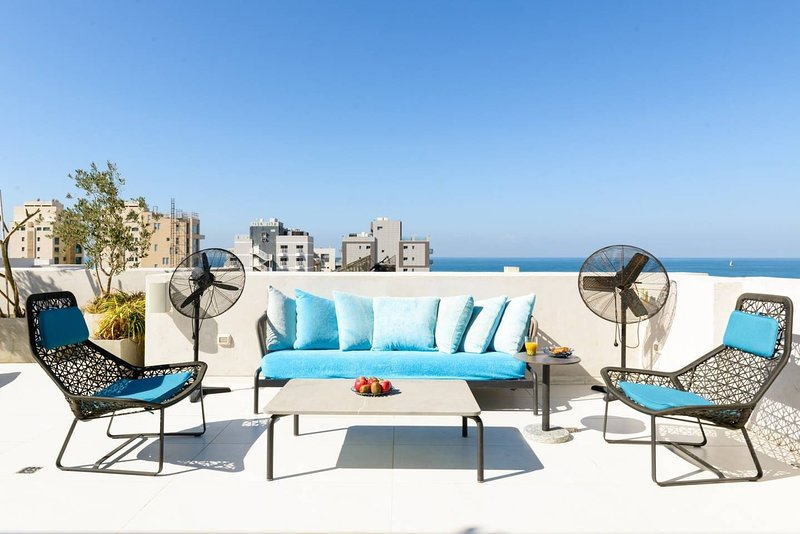 RARE & LUXURY SEA VIEW PENTHOUSE-HOME SERVICE, casa vacanza a Jaffa