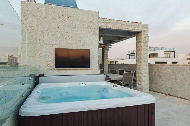Royal Beach - Luxury Sea View Penthouse, casa vacanza a Jaffa