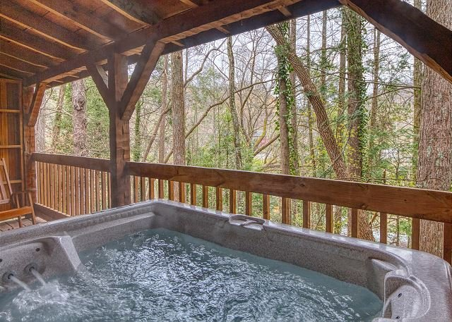 Tennessee Log Cabin: Close to Downtown Gatlinburg & near National Park, location de vacances à Gatlinburg
