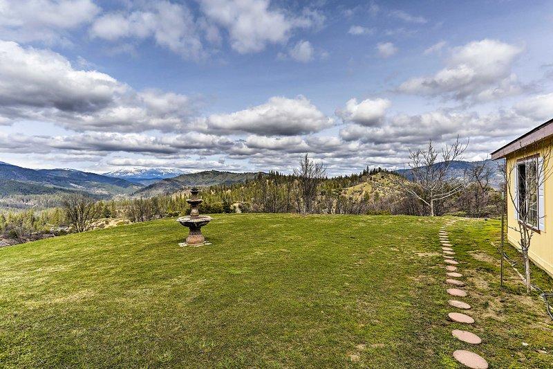 Stunning mountain vistas await at this Lewiston vacation rental!