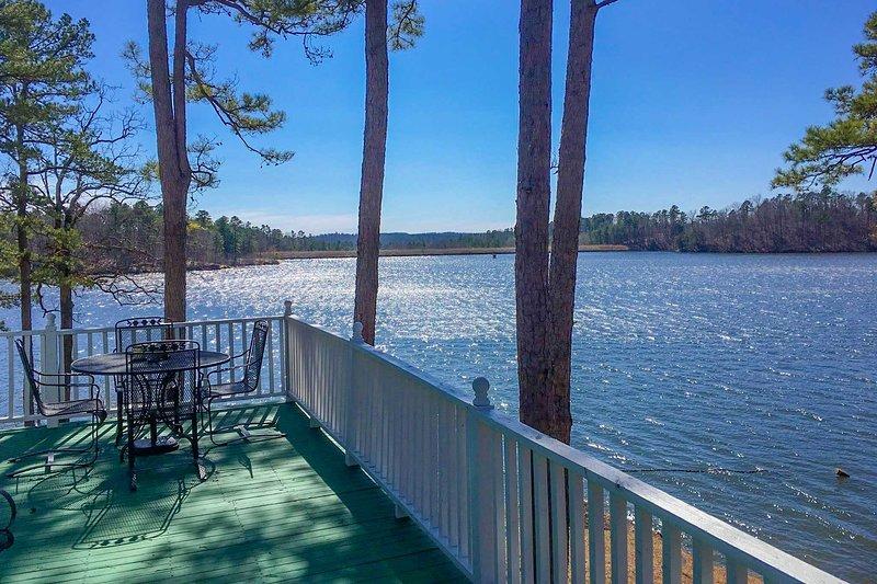 Harrod's Hideaway w/Deck+Dock on Lake Norrell, holiday rental in Bryant