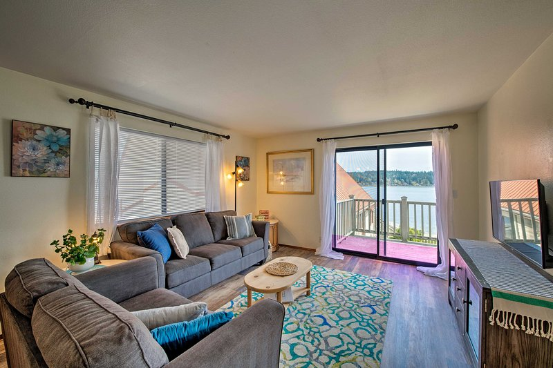 This 2-bedroom, 1-bath vacation rental invites you to explore Port Orchard.