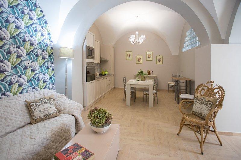 C'ERA UNA VOLTA casa vacanze - appartamento ORTENSIA, vacation rental in Francavilla di Sicilia