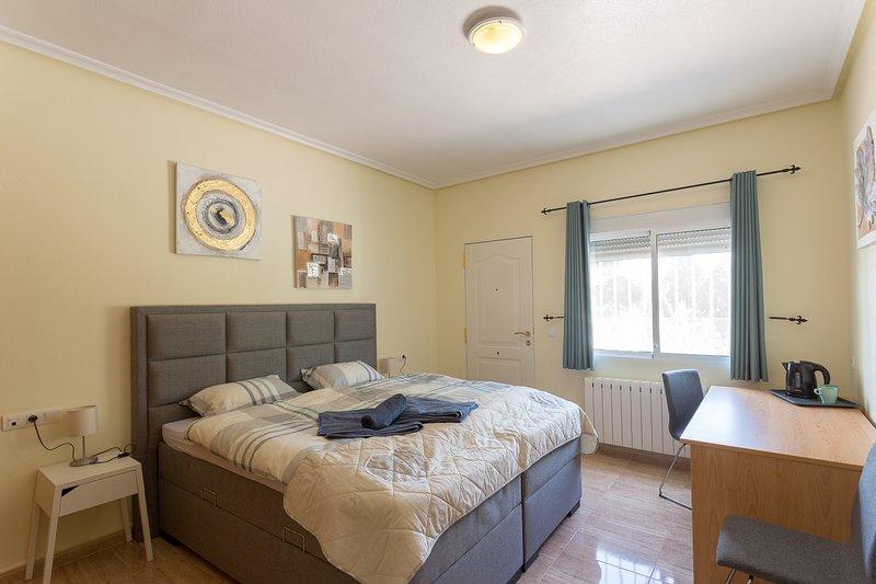 B&B Los Zuecos, 2-pers kamer De Luxe, EUR68 per nacht incl. ontbijt, holiday rental in La Murada