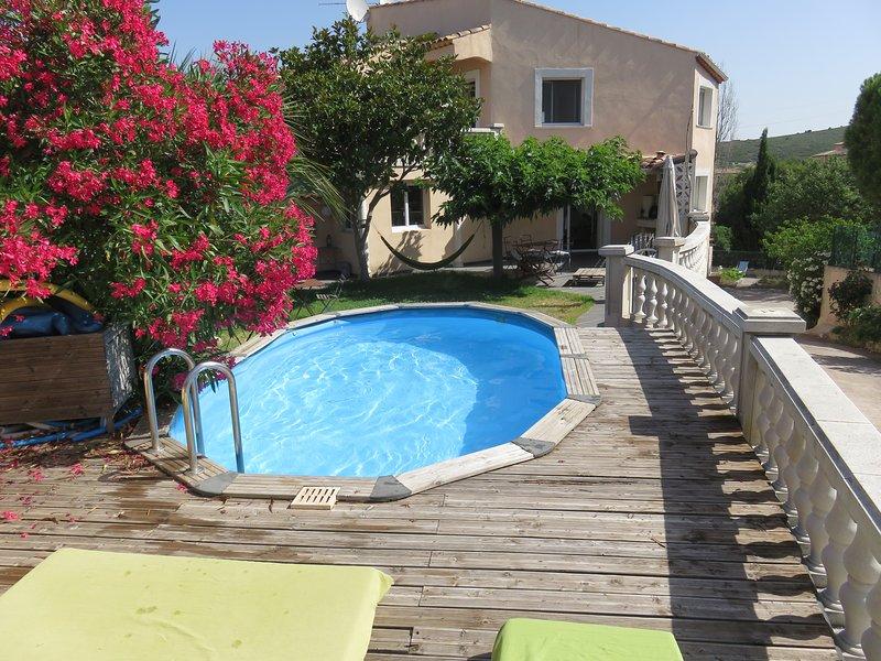 Jolie chambre avec terrasse à 5 min des calanques, holiday rental in Marignane