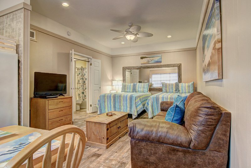 Island Oasis, cute studio condo at Island Retreat, Board to the beach!, location de vacances à Port Aransas