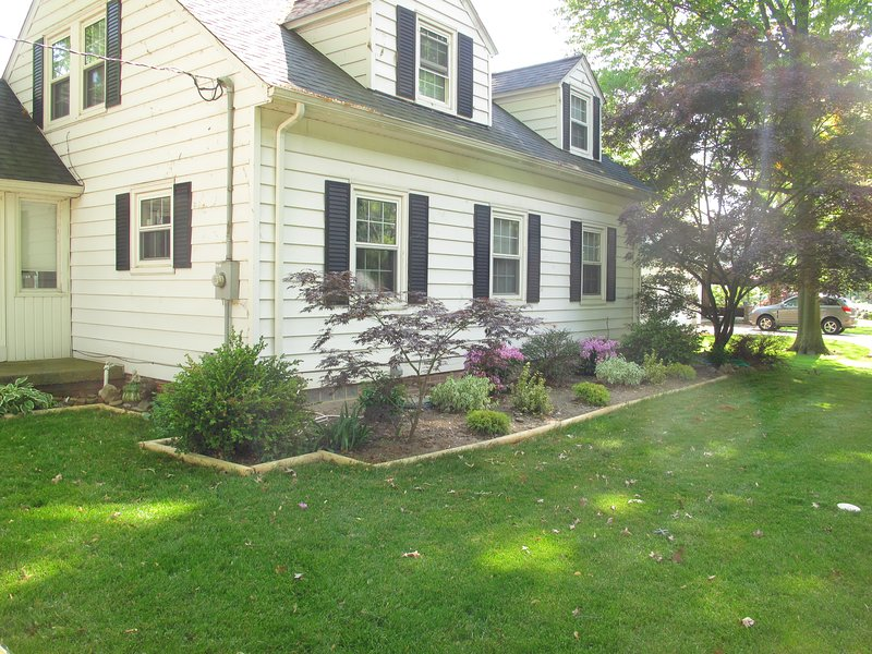 B&B Quiet space Nice yard by Lake Erie with Delicious Breakfast Nearby Beaches, holiday rental in Avon Lake