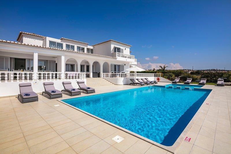 Vivenda Salgados - Fabulous 6 bedroom villa close to Albufeira, golf and beaches, casa vacanza a Gale