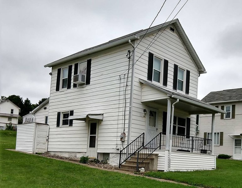 Quaint House. 2 bd 1,75 ba. Students Ok., holiday rental in Armstrong County