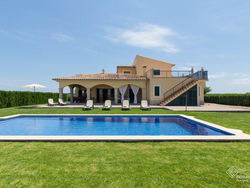 Mussol - Beautiful villa with pool and garden in sa Pobla, vacation rental in Sa Pobla