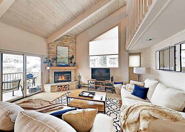 New Listing! Continental Divide Views at Snowmass Condos w/ Pool & Hot Tub, location de vacances à Snowmass Village