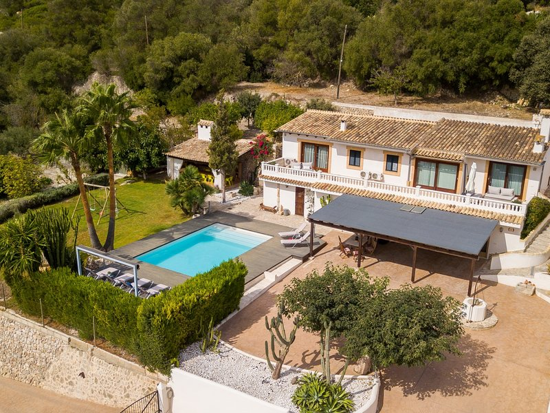 Puig den Morro - Spectacular villa with pool and garden in Muro, holiday rental in Muro