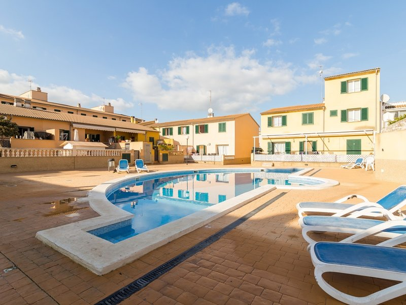 Robes - Beautiful townhouse with terrace and communal pool, vacation rental in Sa Pobla