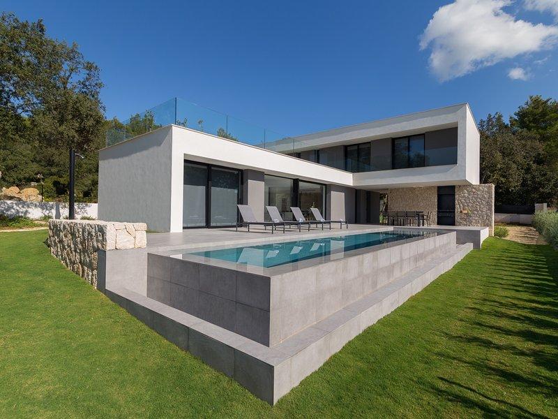 Sol Crestatx - Beautiful and modern villa located in Crestatx, vacation rental in Sa Pobla