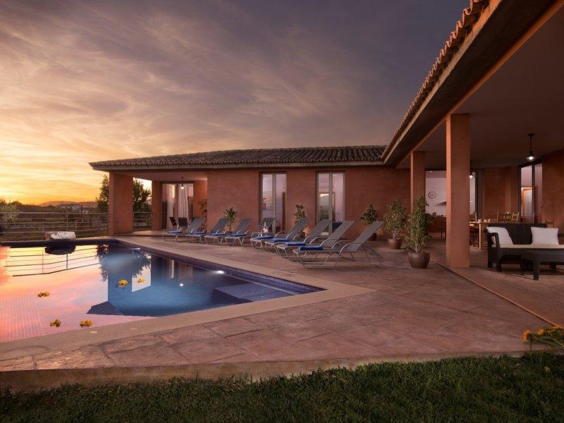 Son Bordils Petit - Beautiful villa with pool and garden in Inca, alquiler vacacional en Inca