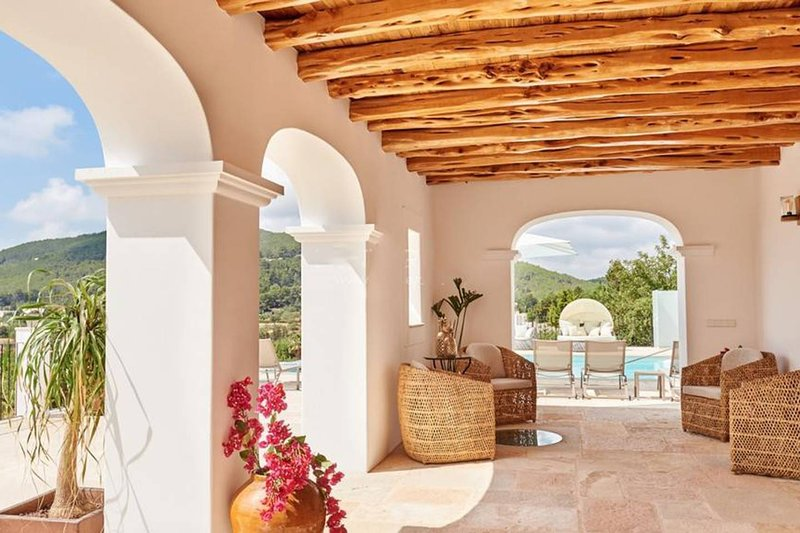 Villa Can Prats, luxury villa surrounded by nature, casa vacanza a Siesta