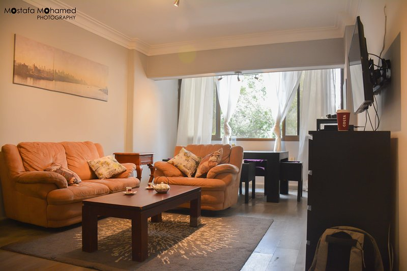Cozy modern apartment in the heart of Maadi, Cairo, location de vacances à Le Caire