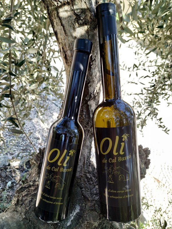 Oli verge extra from Cal Bassó. 1/2 and 1/4 liter bottles