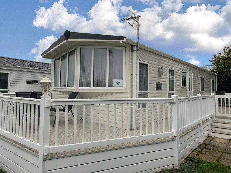 Luxury caravan for hire in this 8 berth caravan in Norfolk