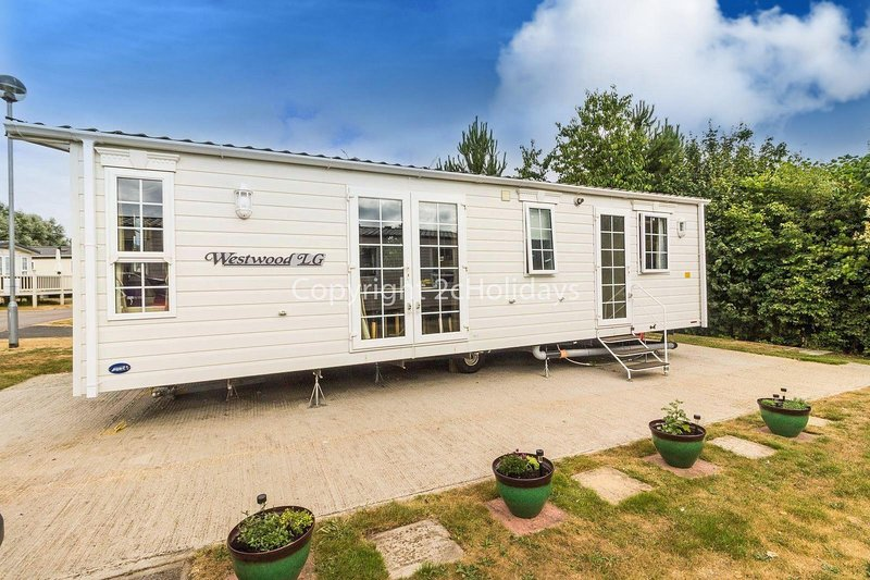 Brilliant dog friendly caravan in Norfolk near Great Yarmouth ref 10017CW, holiday rental in Haddiscoe