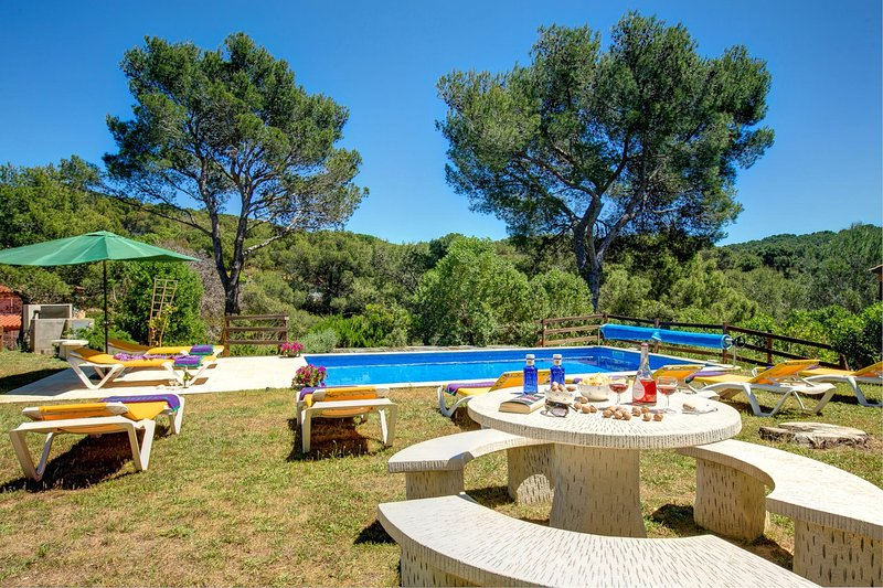 Tamariu Villa Sleeps 8 with Pool and WiFi - 5604538, Ferienwohnung in Tamariu