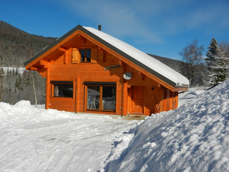 Chalet Monts Jura Lelex, holiday rental in Echallon