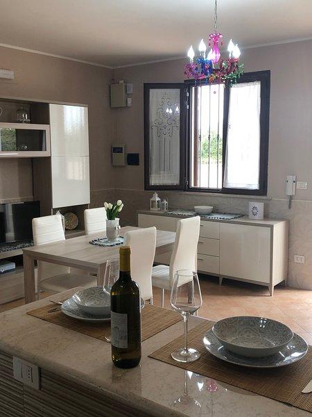 SALENTO, BELLISSIMA VILLETTA VICINO AL MARE CON VISTA PANORAMICA, vacation rental in Nardo