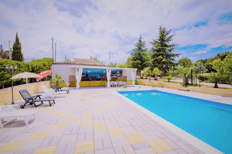 Amazing villa with swimming-pool, holiday rental in San Nicola