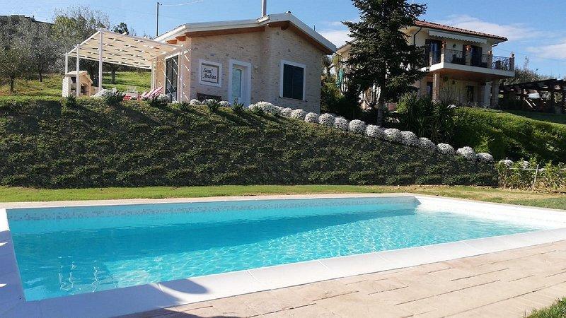 I Tre Laghi - Sant'Andrea con vista lago, montagna e piscina, location de vacances à Province of Pescara