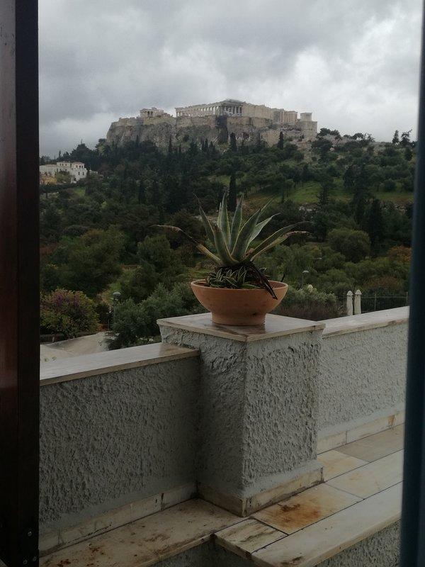 Acrópolis eterna, vista desde el balcón frontal.