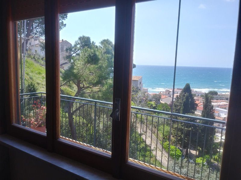 Amazing apt with sea view & terrace, holiday rental in Sperlonga