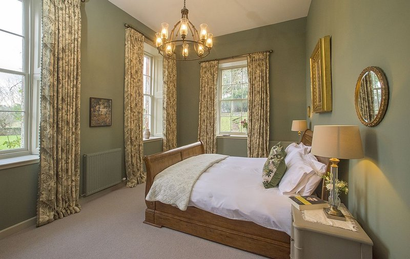 The Sculleries at Thirlestane Castle - Exciting, romantic bolthole in a castle, vacation rental in Oxton