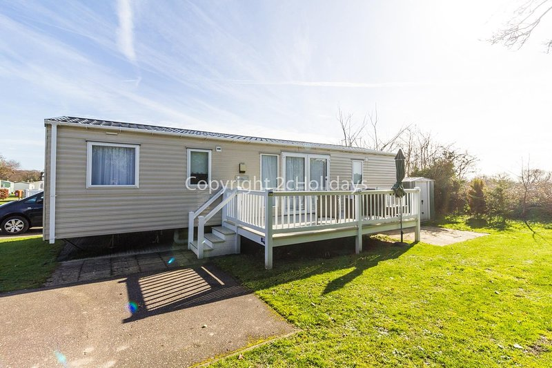 Brilliant 8 berth caravan with decking at Cherry Tree in Norfolk ref 70369C, location de vacances à Fritton