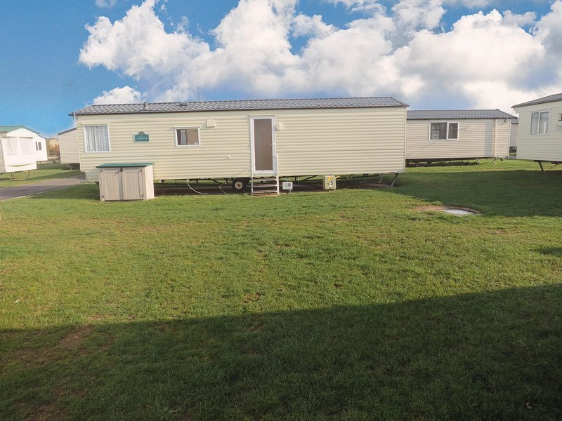 Lovely caravan for hire on a superb haven family park near Great Yarmouth!