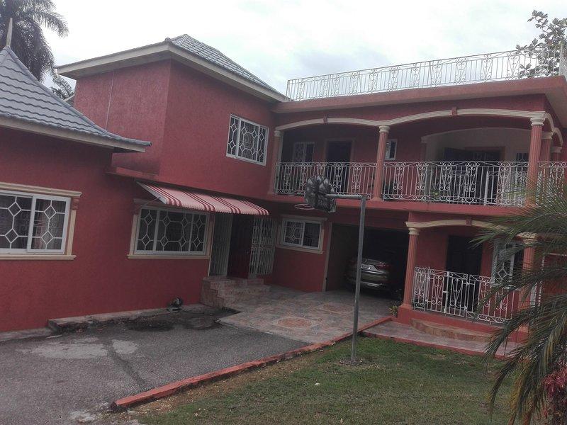 Jamaican Styles Villa, holiday rental in Wiltshire