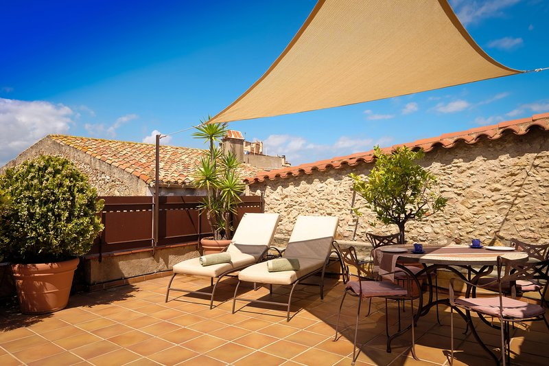 CAN FELIP - Penthouse Apartment (Beautiful XVIIIC House), vacation rental in Palafrugell