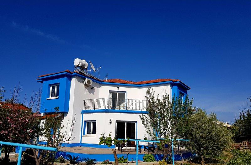 OLIVE TREE VILLA   LAPTA HOLIDAY HOMES 3 double bedrooms, alquiler de vacaciones en Lapta